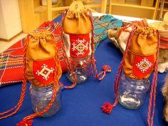 Helmikirjonnalla koristeltuja sisnapusseja