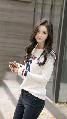 Stunning Women, Beautiful Asian Women, Korean Beauty, Asian Beauty, Teen Girl Fashion, Cute Japanese Girl, Cute Asian Girls, Ulzzang Girl, Asian Woman