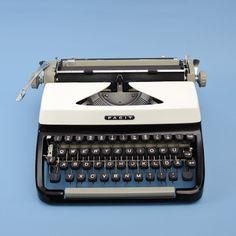Typewriter Frank // black and white // vintage Working Typewriter For Sale, Vintage Gifts, Etsy Vintage, Antique Typewriter, Shops, Vintage Typewriters, White Houses, Black And White, Antiques