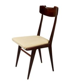 Set of 6 dining chairs Origin: Italian Period: Dimensions: x x cm Reference: