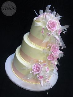 Wedding cake, look at these incredibly charming wedding cake design number 1117805043 now. Beautiful Wedding Cakes, Gorgeous Cakes, Pretty Cakes, Lilac Wedding, Salty Cake, Wedding Cake Designs, Savoury Cake, Tiered Cakes, White Chocolate