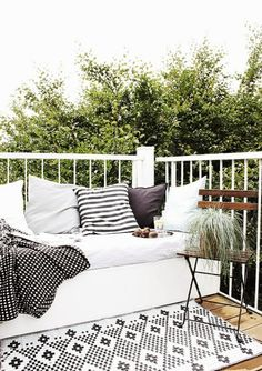 Premiere: My DIY Lounge Seat Podium! In addition a selection of the most beautiful balcony chairs - -outside- -World Premiere: My DIY Lounge Seat Podium! In addition a selection of the most beautiful balcony chairs - -outside- - Outdoor Rooms, Outdoor Living, Outdoor Lounge, Outdoor Seating, Outdoor Beds, Outdoor Patios, Furniture Decor, Outdoor Furniture Sets, Wicker Furniture