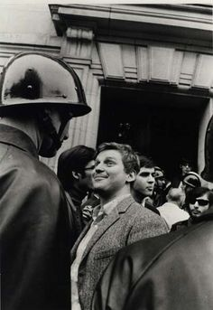 """ Student leader Daniel Cohn-Bendit (Danny the Red) in front of Sorbonne University, at the start of the ""May 1968 events"" Paris, May [Credit : Gilles Caron] "" Vía: fotojournalismus Lausanne, Daniel Cohn Bendit, Gilles Caron, Mai 68, Fotojournalismus, Pier Paolo Pasolini, Old Paris, Iconic Photos, Challenges"