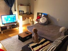 Bedroom ideas for small rooms for couples decor studio apartments 43 Ideas Cute Bedroom Decor, Small Room Bedroom, Small Rooms, Korean Bedroom Ideas, Pinterest Room Decor, Couple Room, Home Room Design, Aesthetic Room Decor, Minimalist Room