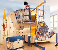 Çocukların hayal dünyası çok geniş, hele bir de böyle bir odası olunca hayallerin ve eğlencenin sınırı olmayacaktır. Bir balonda uçarken, bir gemi de maceradan maceraya yüzerken, ya da kendi odan …