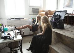 Mary-Kate and Ashley Olsen behind the scenes.#style #olsentwins #fashion #therow #elizabethandjames