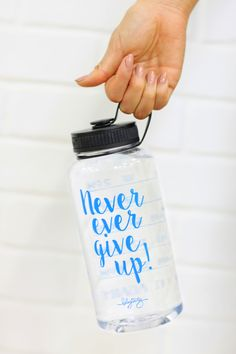 """Crystal """"Never Ever Give Up"""" Timer Bottle. 34 oz of sporty-chic. Water timer marks on the back to help you hit your water goals! blogilatesdesigns.com"""