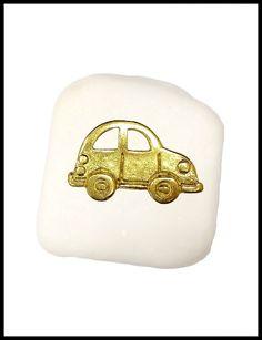 Μπομπονιέρα σε πέτρα με αμαξάκι.