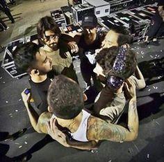 Huddled in group Prayer. X lp #LinkinPark