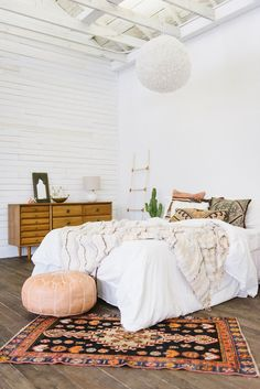 Moroccan poof with oriental rug bedroom