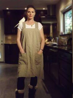 Rough linen - pinafore apron w/pockets Sewing Aprons, Sewing Clothes, Pinafore Apron, Linen Apron, Aprons Vintage, Apron Dress, Facon, Mode Style, Natural Linen