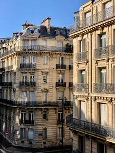 Frankreich Architecture Love in Paris Architecture architecture frankreich french Architecture Love Paris City Aesthetic, Beige Aesthetic, Travel Aesthetic, Building Aesthetic, Architecture Renovation, French Architecture, Building Architecture, Ancient Architecture, Beautiful Architecture