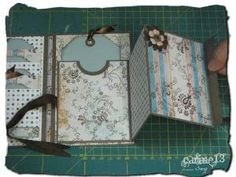 mini album by kristy Mini Album Scrapbook, Diy Mini Album, Mini Album Tutorial, Scrapbook Journal, Scrapbook Pages, Photo Tutorial, Mini Albums Photo, Mini Albums Scrap, Tutorial Scrapbook