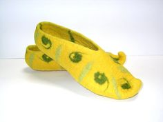 Oriental spices  Turmeric  Felt slippers Yellow Olive by Svetusha