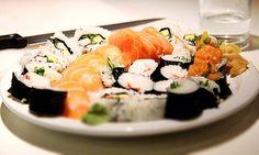 O chef Sassá Saber, do restaurante Sassá Sushi, ensinou como fazer três dos principais elementos da culinária japonesa, em um passo a passo simples. Convide os amigos e faça uma deliciosa noite temática!