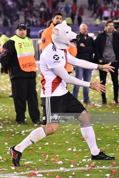 Lucas Pratto of River Plate wearing a mask celebrates winning the. Football Kits, Vintage Football, Carp, Memes, Gangsters, Celebrities, How To Wear, Soccer, Bts