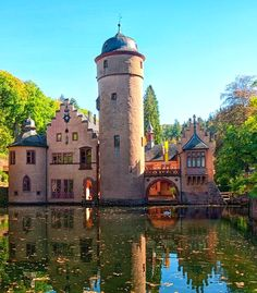 Mespelbrunn Castle in Lower Franconia, Bavaria, Germany - Rebecca Beatrice - Urlaubsorte The Places Youll Go, Places To Go, Pictures Of Beautiful Places, German Architecture, Germany Castles, European Vacation, The Monks, Beautiful Castles, Bavaria Germany
