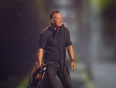 Bruce Springsteen Photos - Bruce Springsteen performs during the closing ceremony of the Invictus Games 2017 at Air Canada Centre on September 30, 2017 in Toronto, Canada. - Invictus Games Toronto 2017 - Closing Ceremony
