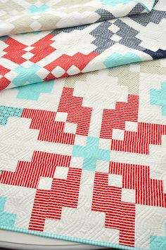 Interesting use of rectangles offset with white squares to generate typical norwegian knit pattern Quilting Tutorials, Quilting Projects, Quilting Designs, Sewing Projects, Strip Quilts, Mini Quilts, Quilt Blocks, Quilt Modernen, Contemporary Quilts