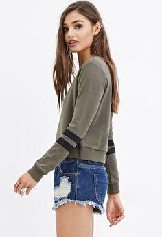 Varsity-Stripe Sweatshirt - Clothing    - 13 EUROS