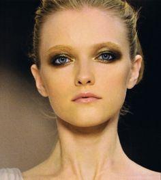 Gold/Black Eyes. #makeup #gold