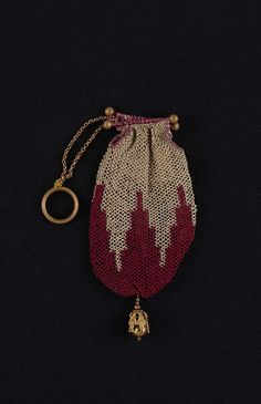 Silk netted finger purse, c1810-1820. Museum of Fine Arts, Boston