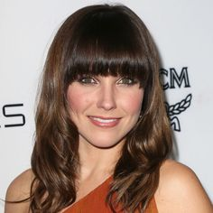 This golden eye makeup look on Sophia Bush is perfect for date night!