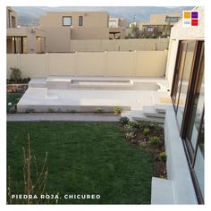 𝐏𝐫𝐨𝐲𝐞𝐜𝐭𝐨 𝐂𝐚𝐧𝐪𝐮𝐞𝐧 𝐍𝐨𝐫𝐭𝐞 𝐂𝐡𝐢𝐜𝐮𝐫𝐞𝐨  En esta casa construimos y diseñamos todo el patio y antejardin. Mira parte del proyecto ➡️  • Pavimento Texturado iluminado. • Terraza+Quincho. • 𝐏𝐢𝐬𝐜𝐢𝐧𝐚 𝐜𝐨𝐧 𝐫𝐞𝐯𝐞𝐬𝐭𝐢𝐦𝐢𝐞𝐧𝐭𝐨 𝐝𝐢𝐚𝐦𝐨𝐧𝐝  𝐛𝐫𝐢𝐭𝐞 𝐲 𝐣𝐚𝐫𝐝í𝐧✔️ • Pabellón + Quincho + Cocina + Baño + Bodega   Contacto: www.tripticodisenoyconstruccion.cl +𝟓𝟔 𝟗𝟖𝟖𝟖𝟏𝟗𝟒𝟔𝟗 ( WhatsApp… Chile, Search Video, Zen, Cricut, Instagram, Norte, Santiago, White Colors, Decks