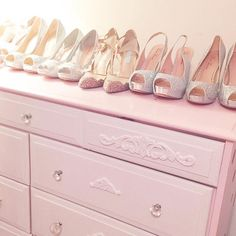 💕🌸 Re-did my room today and it's oh so lovely! I absolutely cannot wait to share the changes with you on the blog tomorrow and also share more of my sparkly shoe collection with you too! 🌸💕🛍 Shoes @laurenlorraineshoes