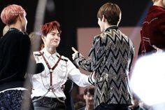 One thing fans anticipate from the MAMA awards is seeing their favorite idols interacting. Exo Chen, Suho Exo, Bts Bangtan Boy, Bts Boys, Jimin, Exo Mama 2016, Mama Awards, K Pop Star, Kim Taehyung