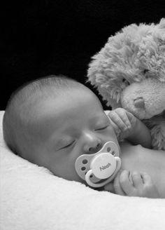 Newborn Picture @Lisa Phillips-Barton Pzinski