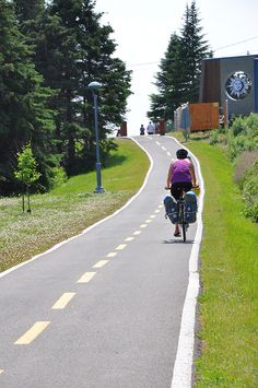 Routes for all types of cyclists! Whether you are enthusiastic about family biking, bicycle touring, cyclosports, mountain biking, or fatbikes, the Gaspésie has a route for you! Nearly twenty recreational cycling paths are found throughout the region. Paved, dirt, or gravel trails are perfect for a family outing. Parc National, Family Outing, Mountain Biking, Touring, Paths, Country Roads, Top 5, Routes, Cyclists