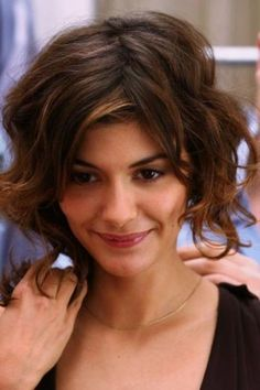 Bobs Are The Très Chic Hair Trend Of 2017 We're talking Audrey Tautou levels of cool.We're talking Audrey Tautou levels of cool. Short Thin Hair, Long Curly Hair, Short Hair Cuts, Bobs For Wavy Hair, Short Bobs, Hair Styles 2016, Medium Hair Styles, Curly Hair Styles, Natural Hair Bob