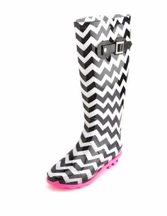 Chevron Print Rain Boot: Charlotte Russe been wanting to get these for a few years now dont know why i havent yet Cute Rain Boots, Rubber Rain Boots, Bootie Boots, Shoe Boots, Shoes World, Dream Shoes, Shoe Dazzle, Winter Wear, Beautiful Shoes