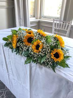 Sunflower Wedding Centerpieces, Sunflower Arrangements, Rustic Wedding Flowers, Wedding Sunflowers, Yellow Wedding Flowers, Rustic Centerpieces, Fall Sunflower Weddings, Sunflower Party, Sunflower Wedding Bouquets