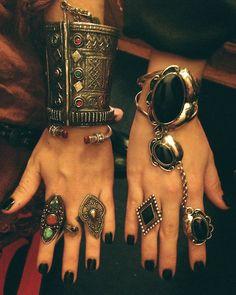 Beautiful dark nail polish ideas I know it's a bit over the top, but darn it I like it! Boho chic☮I know it's a bit over the top, but darn it I like it! Boho Gypsy, Bohemian Jewelry, Hippie Boho, Tribal Jewelry, Modern Hippie, Western Jewelry, Dark Nail Polish, Dark Nails, Jewelry Accessories