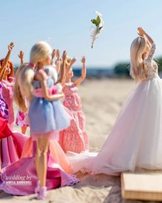 "Polubienia: 4,353, komentarze: 145 – Izabela Kwella (@bella_belladoll) na Instagramie: ""Are you curious who will catch the bouquet? You will need to wait to another post. In the meantime…"" Barbie Y Ken, Barbie Food, Barbie Party, Barbie Life, Barbie Wedding Dress, Barbie Dress, Wedding Dresses, Katherine Mcnamara, Barbie Tumblr"