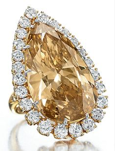 The Burton Cognac Diamond ring by Van Cleef and Arpels. Formerly owned by Elizabeth Taylor. I love colored diamonds! Colored Diamond Rings, Colored Diamonds, White Diamonds, Elizabeth Taylor Schmuck, Bling Bling, Jewelry Accessories, Jewelry Design, Bijoux Art Deco, Schmuck Design