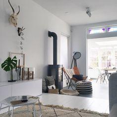 S u n d a y  V i b e s  F r o m  T h e  C o u c h #couch #sunday #weekend #interior #interiør #interiordesign #interiordetails #interiorstyling #interiorstylist #beniouarain #berber #maroccan #white #whitehome #whiteliving #styling #stylisthome #sinnerlig #fiteplace #butterflychair #livingroom #diningroom by fleurholl