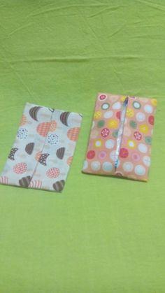 子供幼児の小さなポケットティッシュカバーを飾りなど引っ掛かりのないようにフラットシンプルに製作しました2個1組で販売いたしますランドセル、バッグ、ポーチ等に1つ入れておくのは必須ですね(^_^)2重生地仕上げ作品なので1重作品よりしっかりしてますし1枚布で継ぎ目がなく頑丈な作りです内側も同じ模様があります薄っぺらでもなく分厚すぎることもなくしっかりしてて薄い状態にして、さらに糸端はほつれない...