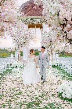 Incredible Floral Rich Pelican Hill Wedding – Brett Hickman Photography – Galia Lahav Real Bride 34 This floral-filled Pelican Hill fairytale wedding will truly enchant you and take your breath away. #bridalmusings #bmloves #realweddings #wedding #ido #enchanting #fairytalewedding #floral Cherry Blossom Tree, Blossom Trees, Unique Weddings, Real Weddings, Bridal Musings, Wedding Styles, Wedding Ideas, How Beautiful, Videography
