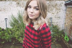 Lily Melrose of Llymlrs shocase her new shorter tresses, we like!