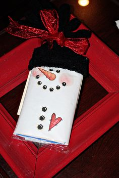 Last minute Christmas gift idea - craftyourself.com. Can use a candy bar OR a box of theatre candy