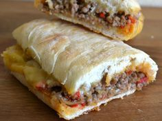 ciabatta tosti met gehakt Tea Snacks, Lunch Snacks, Lunches, I Love Food, Good Food, Yummy Food, Dutch Recipes, Cooking Recipes, Cheap Meals