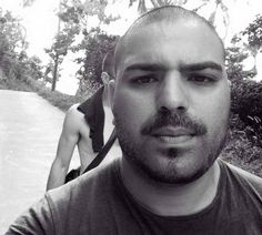 Adonis Khan quit his job as a mortgage advisor to help refugees in Lesvos. Help Refugees, How To Become, United States