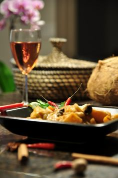 Spicy massaman curry gluten-free by starvingchef Gf Recipes, Gluten Free Recipes, Asian Recipes, Great Recipes, Vegetarian Recipes, Healthy Recipes, Gluten Free Cooking, Gluten Free Desserts, Coconut Water Recipes