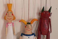 Bára Hubená  is a Czech puppeteer and scenic and costume designer. She makes a simple and charming puppets from wood.   Bára Hubená  je česk...