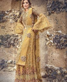Pakistani Suits: The Amazing Designs For An Evening Party – Fashion Asia Pakistani Party Wear Dresses, Pakistani Outfits, Indian Outfits, Bridal Dresses, Classy Outfits, Pretty Outfits, Trendy Dresses, Fashion Dresses, Asian Bridal Wear