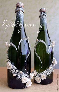 Купить или заказать Свадебный набор 'Дарья' в интернет-магазине на Ярмарке Мастеров. В набор входит оформление 2-х бокалов и 2-х бутылок. По желанию можно выполнить работу только на бокалах или только на бутылках.