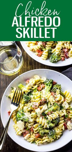 This Broccoli Chicken Alfredo Skillet is a delicious, 30-minute weeknight pasta dinner made with a lighter, healthier alfredo sauce. #broccolialfredo Fettuccine Recipes, Creamy Pasta Recipes, Vegetarian Pasta Recipes, Pasta Sauce Recipes, Chicken Pasta Recipes, Spaghetti Recipes, Chicken Broccoli, Noodle Recipes, Chicken Alfredo